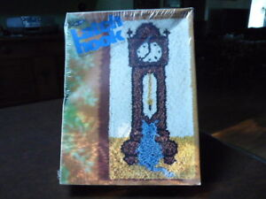 GRANDFATHER CLOCK HOOKED RUG KIT