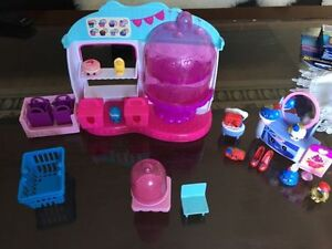 A big lot of Shopkins. AVAILABLE