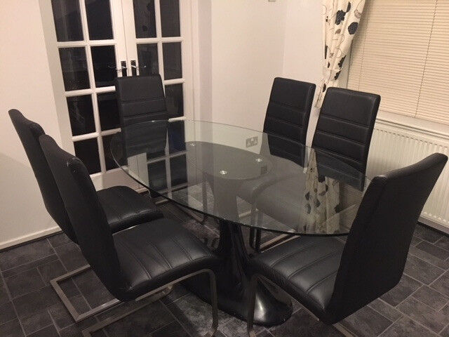 Stunning Barker And Stonehouse Oval Glass Dining Table With 6 Chairs