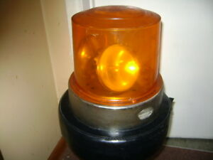 VINTAGE YELLOW EMERGENCY VEHICLE ROOF BEACONS