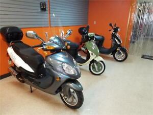 Gas Scooter/Moped 150cc Saga Quest on  Christmas Sale !