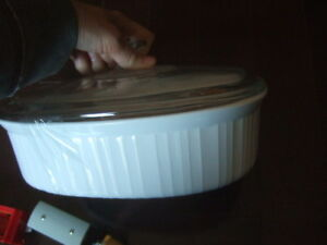 white Corning Ware 2 1/2 Quart Covered Oval Casserole Corningwar