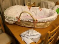 Moses basket with rocker