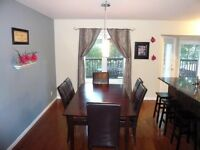 Kitchen table with 6 leather chairs