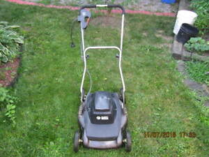 ClassicBlack&Decker Model LM1840  ElectricLawnmower Works Well