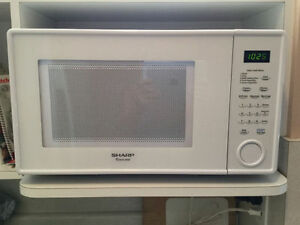White Sharp Carousel Counter Top Microwave Model R309YW 1.1cu ft