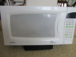 White Goldstar 1100 Watt Microwave -excellant working condition