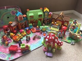Happyland large assorted bundle with cases