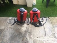 2 X heavy duty hand pump sprayers ,for all garden needs.