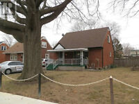 EXCEPTIONALLY WELL MAINTAINED 1 1/2 STORY HOME  MINUTES TO UOW
