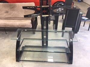 Glass TV stand with built in mount in excellent condition
