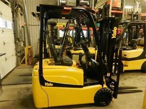 Plusieurs 3 roues 4000 lbs Toyota Yale Hyster 3 wheels