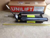 Range cooker lift