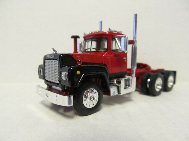 1ST GEAR 1/64 SCALE  R MODEL MACK DAY CAB , RED & BLACK  SAME SCALE AS DCP