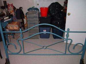 VINTAGE VICTORIAN QUEEN SIZE CANOPY BED London Ontario image 3