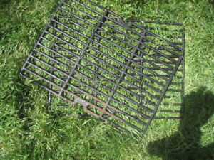 BBQ grill Grates, cast metal material. 44.9x33.4 cm, two availab