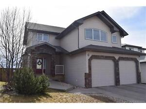STOP YOUR SCROLL!!  2 Storey home ON A PARK