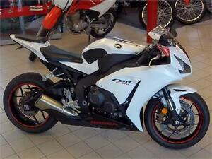 2014 Honda CBR1000RR - $46 Weekly Tax Included - ONLY 4200 Km's