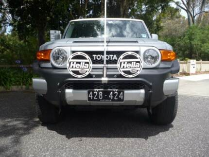 TOYOTA FJ CRUISER BUMPER BAR & HELLA DRIVING LIGHTS & GME ANTENNA