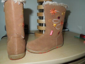 Girls Walkmate Boots size 8