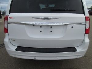 2015 CHRYSLER TOWN & COUNTRY S, LOWEST PRICED PERIOD!! V6, LEAT Edmonton Edmonton Area image 8