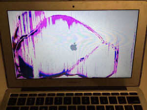MacBook Screen repair Laptop screen replacement NE Calgary