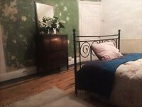 Double room in lovely, spacious house in Canton/Pontcanna
