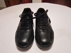 Paire de soulier en cuir noir pour homme, grandeur 12