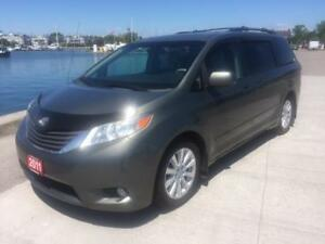 2011 Toyota Sienna Fully loaded $18995