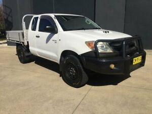 2006 Toyota Hilux KUN26R MY05 SR Cab Chassis Xtra Cab 2dr Man 5sp, 4x4 960kg 3 White Manual Villawood Bankstown Area Preview