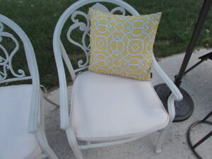 Exterior Pillows/seat cover can use inside