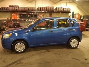 2009 SUXUKI SWIFT HB 5 SPEED WITH ONLY 121000KMS..BRIGHT BLUE