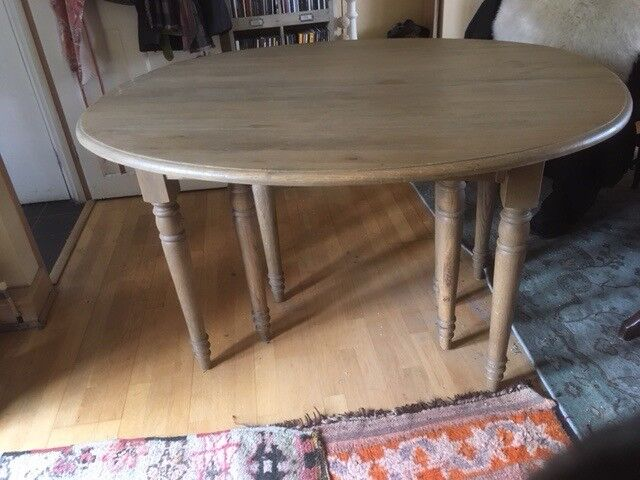 Dining Table Oval Shape Solid Oak Immaculate Condition Extends To Seat 20