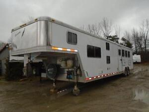 2005 Featherlite 4 Horse Living Quarters 15' Shortwall BunkBeds