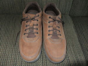 Men'sBrown Suede Rockport shoes -near new condition