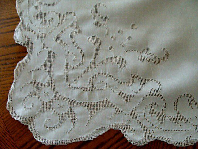 "GORGEOUS Antique Linen Lace 100"" Tablecloth Hand Made Mosaic PRISTINE Banquet"
