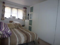 3 Bed house**Separate livingroom**Garage**Garden**2 toilet**Near Barking Station, IG11