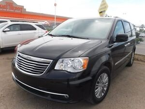 2016 Chrysler Town & Country Touring 3.6L V6 - Leather Seats, Na