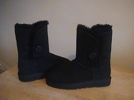 GENUINE UGG AUSTRALIA BAILEY BUTTON SHORT BOOTS NEW AND UNWORN