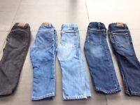 Boy GAP jeans and corduroy (bundle of 5) Size: 2 years
