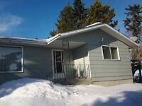 BUNGALOW HOUSE IN TROCHU,AB FOR SALE