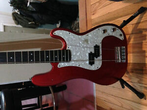 BEAUTIFUL SLAMMER BASS GUITAR --DELIVERY IN HRM