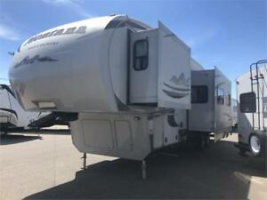 2012 MONTANA HIGH COUNTRY 333DBS ONE OWNER
