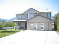 Great Family Home with Suite - North Glenmore
