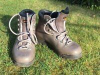 Women's Zamberlan walking boots- used twice, used for sale  Jordanhill, Glasgow