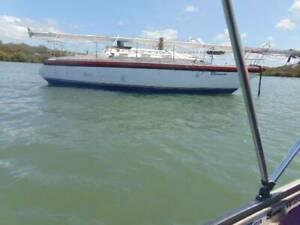 sailboat 30ft fibreglass needs paint tidy up