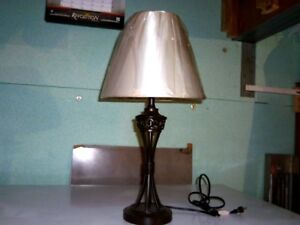 lampe vintage en métal neuve