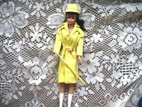 949 BARBIE YELLOW STORMY WEATHER COAT,BOOTS,HAT,UMBRELLA COMPLT