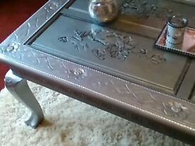 Lovely recycled coffee table in silver with inlade glass top with cristles stones