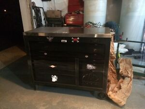 1 month old New Toolbox bench MAC Quality